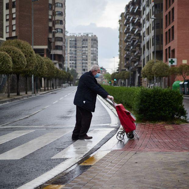 Médicos y psicólogos analizan pros y contras de que los mayores sean los últimos en salir de casa
