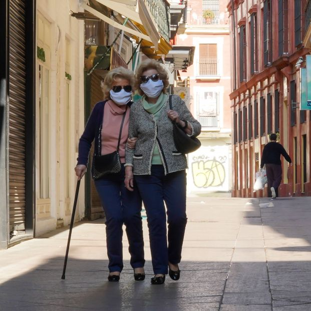 Buenos Aires prohíbe salir a la calle a los mayores de 70 años y un juez lo declara inconstitucional