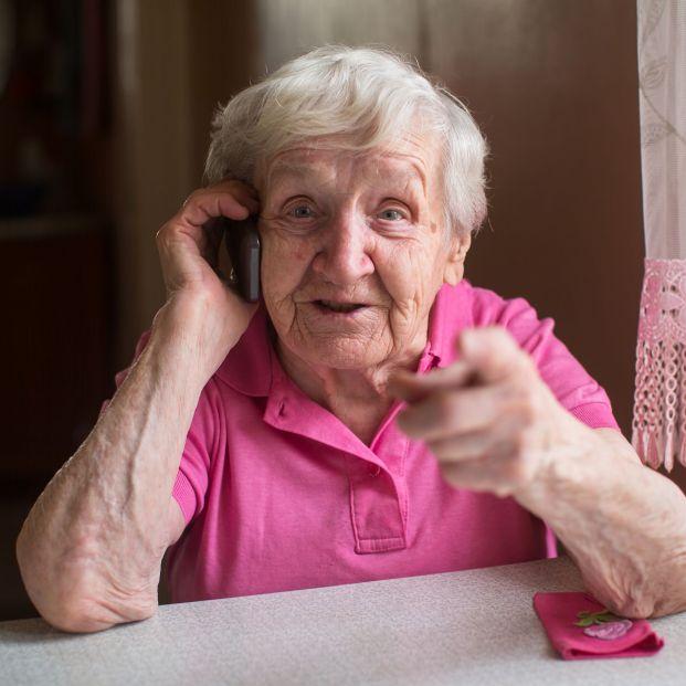 Nace 'Charlamos', una iniciativa de acompañamiento telefónico a mayores en soledad