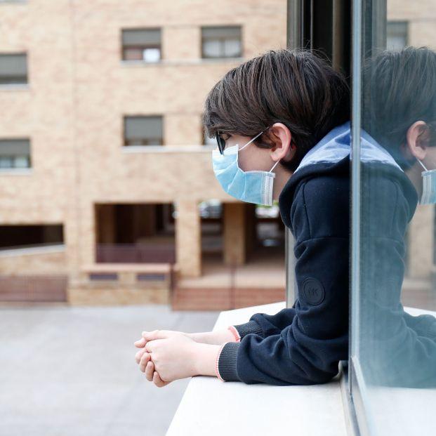 La indignación de los padres lleva al Gobierno a rectificar y permitirá que los niños puedan pasear
