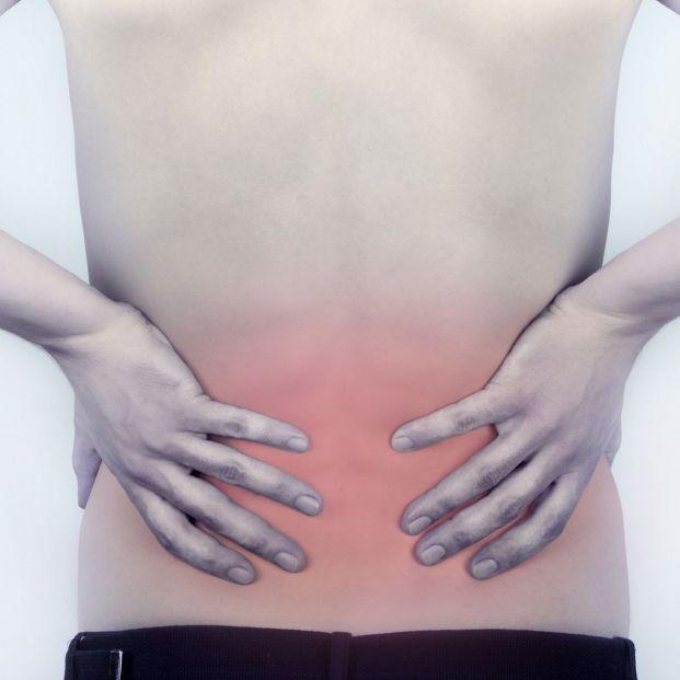Una camiseta inteligente detecta malas posturas en la espalda y las corrige (Bigstock)