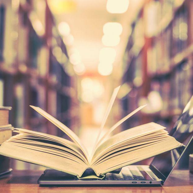 Tres bibliotecas con WiFi gratuito en Madrid. ¿Las conoces? (big stock)