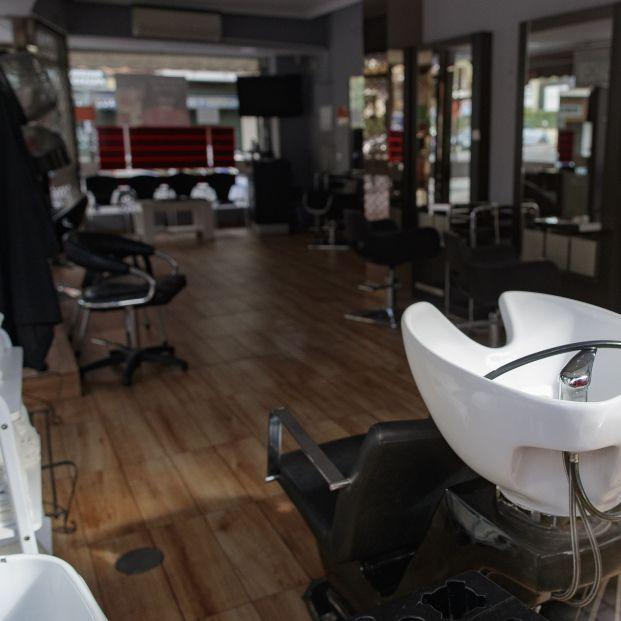 Las peluquerías alertan de que no pueden garantizan su apertura el 4 de mayo