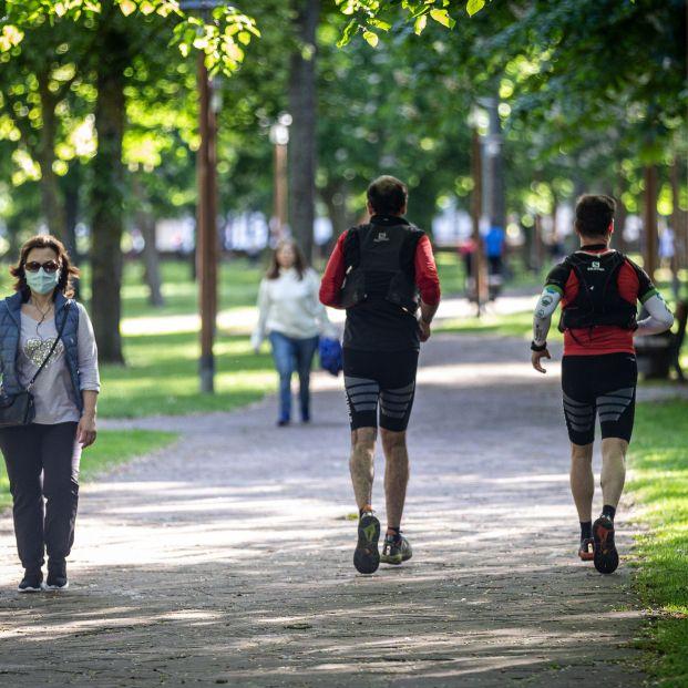 Enfermeros aconsejan dormir bien, comer sano y hacer deporte para evitar patologías respiratorias