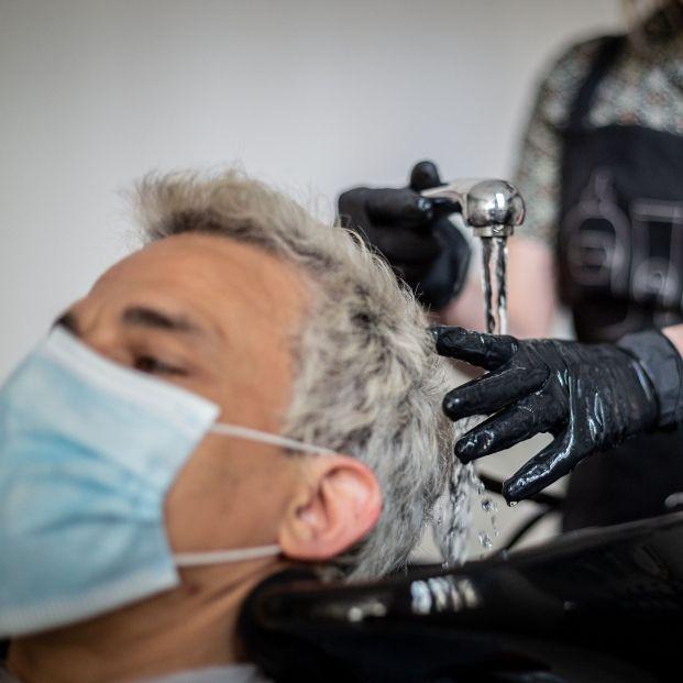 Las peluquerías abren con cita previa, uso obligatorio de mascarillas y sin revistas