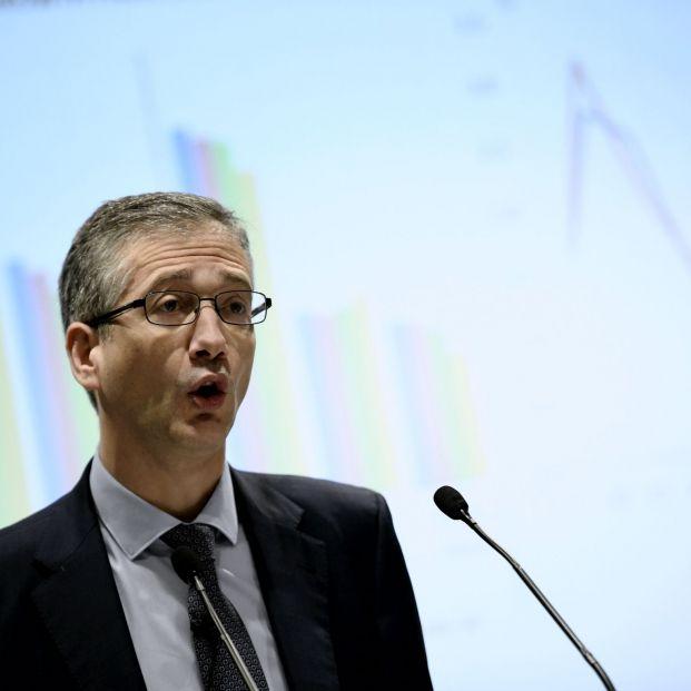 El gobernador del Banco de España avisa de fugas en fondos inversión y rentabilidades negativas