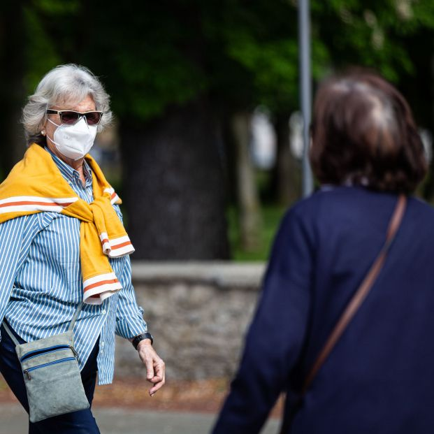 Coronavirus: ¿Qué riesgo tengo de contagiarme al cruzarme con otra persona por la calle?