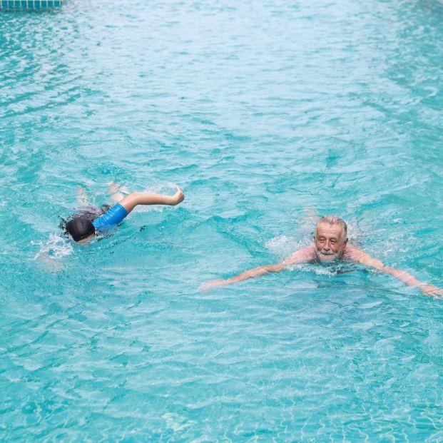 """La transmisión del coronavirus en el agua de playas y piscinas es """"muy poco probable"""""""