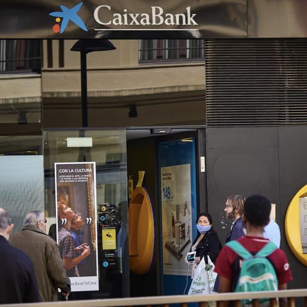 CaixaBank y Bankia: bancos con más medidas de ayuda para mayores durante coronavirus