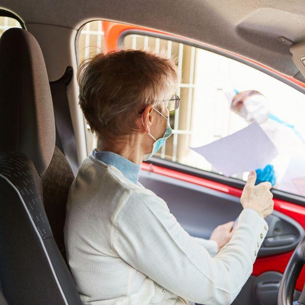 ¿Es obligatorio llevar mascarilla dentro del coche si viaja más de una persona?