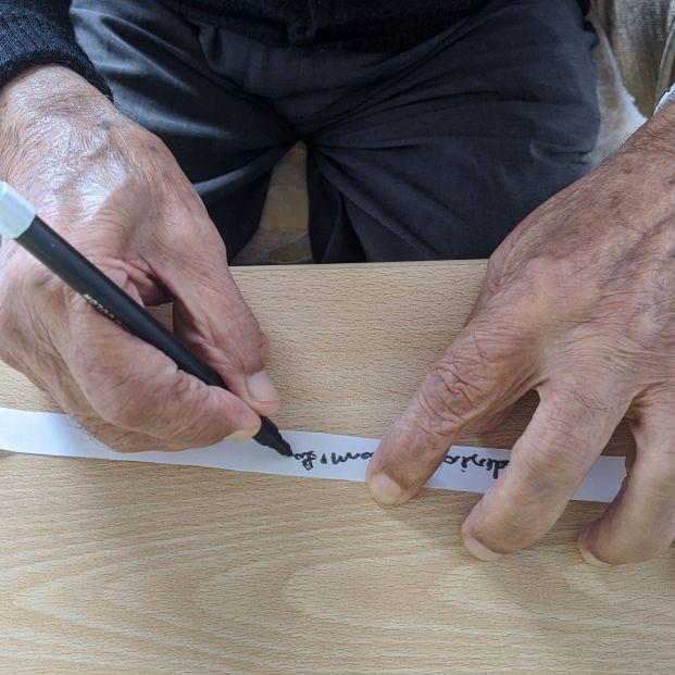 Homenaje a los mayores que están en las residencias y a sus cuidadores en Navalcarnero (Madrid)
