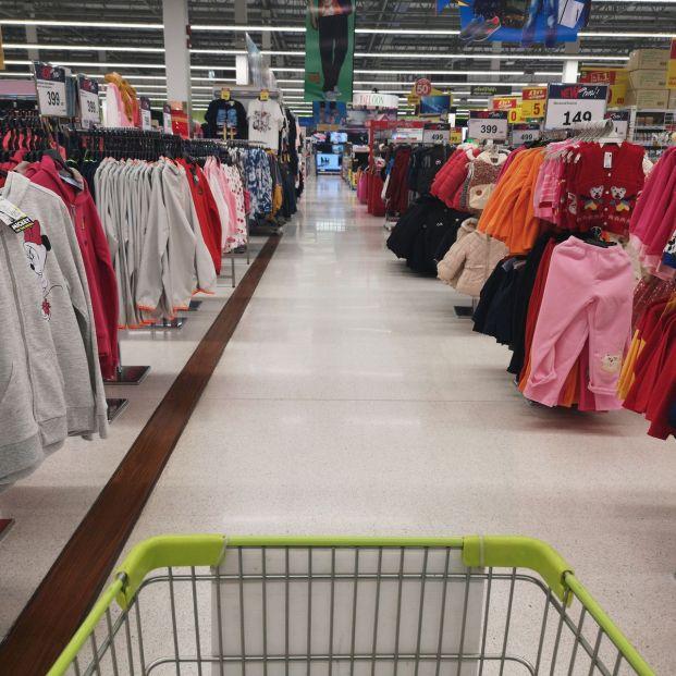 Los supermercados en Fase 1 vuelven a vender ropa