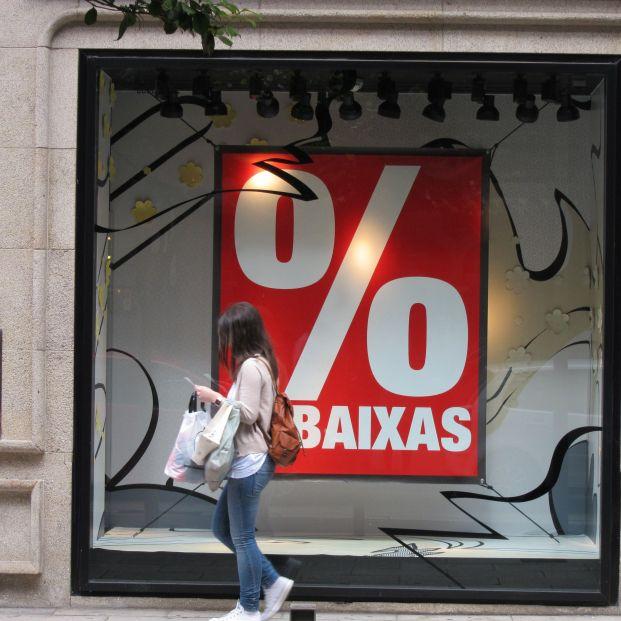 El Gobierno rectifica y permite las rebajas en las tiendas físicas desde este lunes en toda España