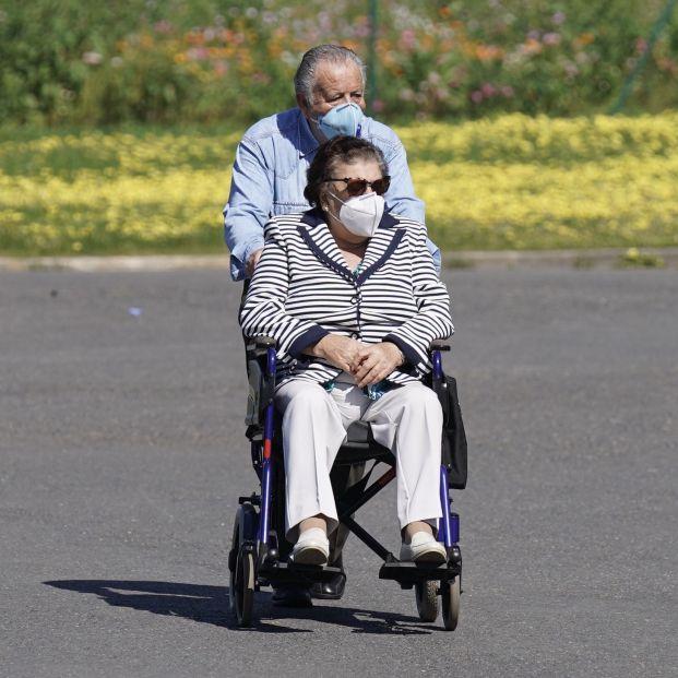 Coronavirus: ¿Hay que desinfectar la silla de ruedas al volver de la calle?