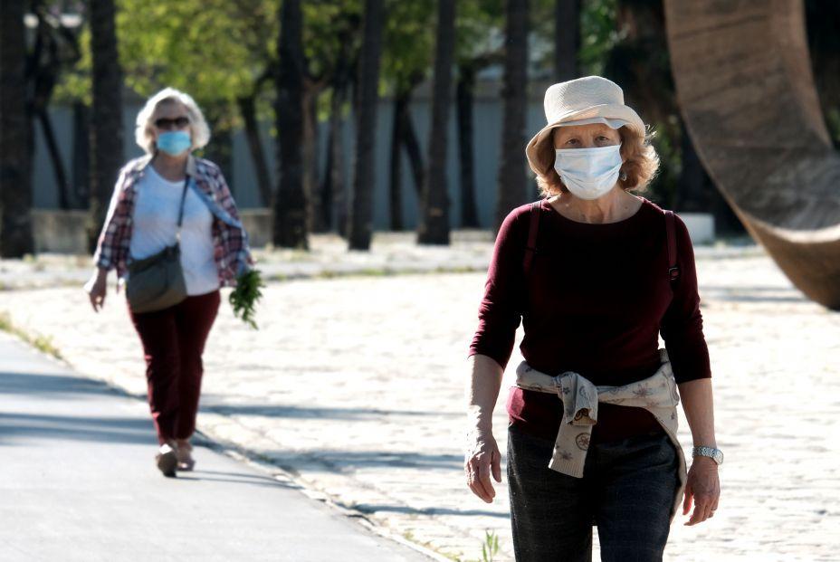 Los geriatras piden que no se limite el horario para la salida a la calle de los mayores