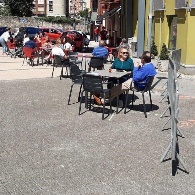Fumar en terrazas y espacios públicos aumenta el riesgo de contagio de coronavirus