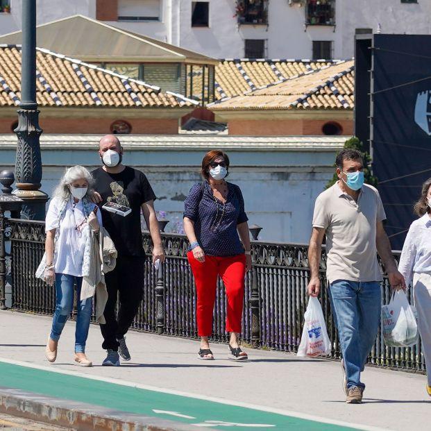 Un modelo matemático estima que aún hay 124.300 casos que pueden propagar el virus en España