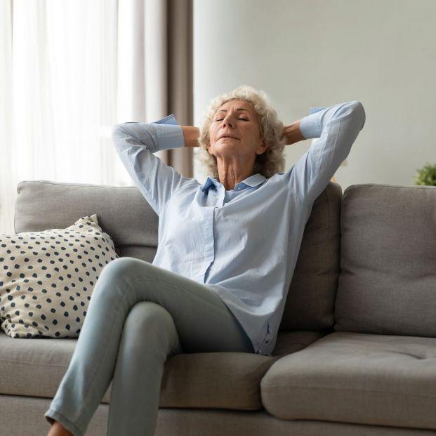 Pautas para sentarse correctamente en el sofá