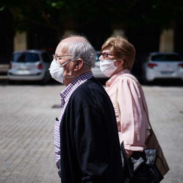 La histórica caída de pensionistas y el menor gasto mensual son puntuales, según los expertos