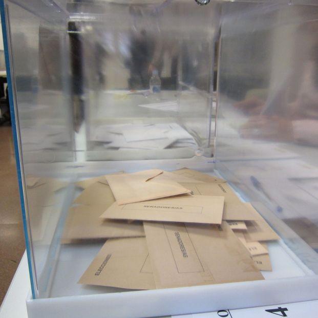 Diferencias entre voto en blanco, nulo y abstención. Urna en Elecciones andaluzas (Europa Press)