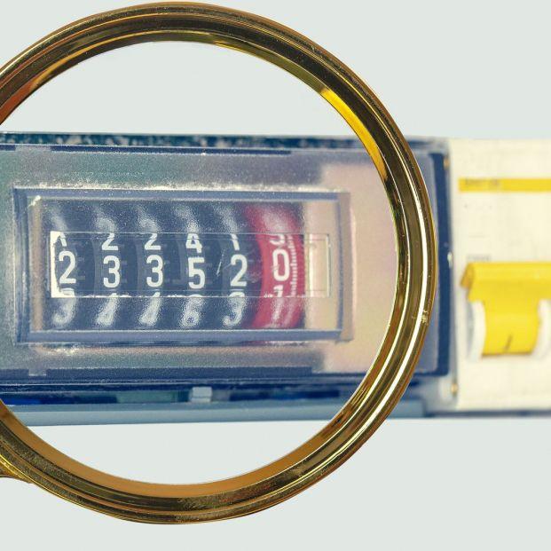 Poner la lavadora a las 2 de la madrugada: ¿qué es la discriminación horaria en la tarifa eléctrica?