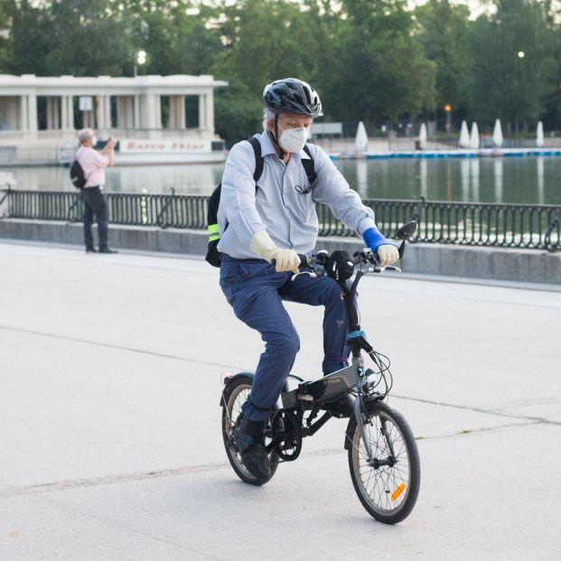 Las normas para circular en bicicleta que seis de cada 10 españoles desconoce