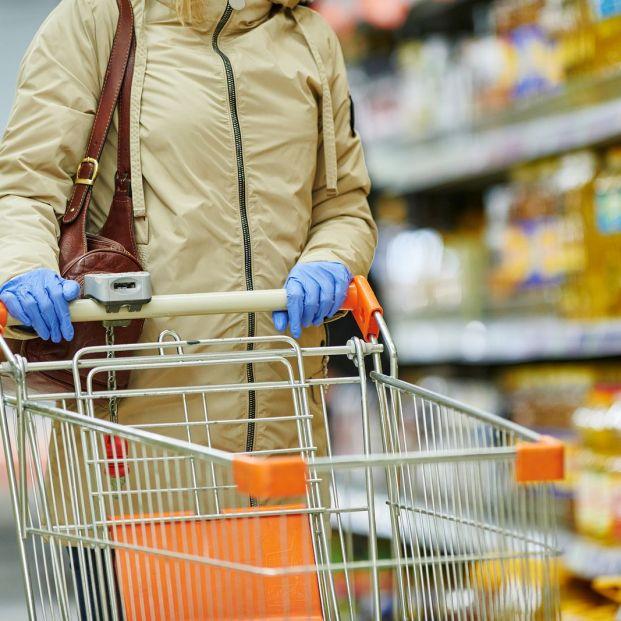 ¿Hay que usar guantes al comprar en el supermercado?