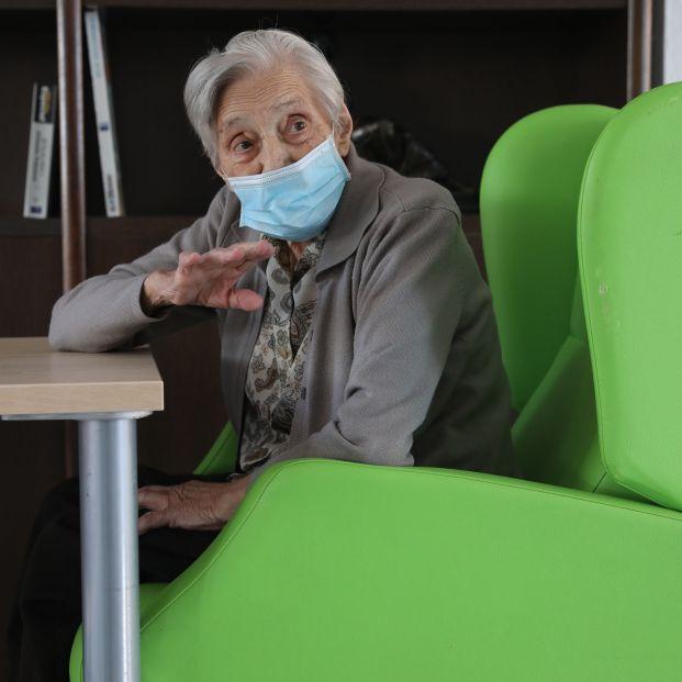 """Geriatras avisan de """"repercusiones negativas"""" por restringir visitas en residencias de mayores"""