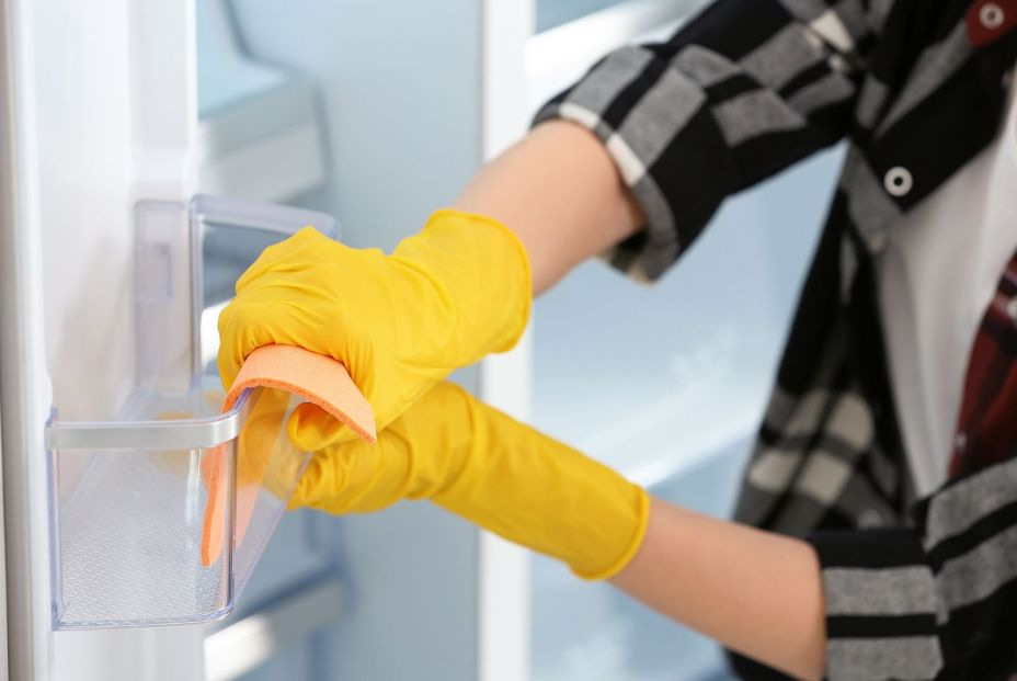 bigstock Woman In Rubber Gloves Cleanin 359025109