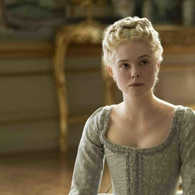 Elle Fanning retrata el lado ácido y satírico de Catalina la Grande en 'The Great'