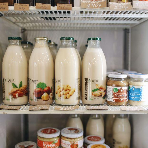 ¿Por qué no debes dejar la leche en la puerta de la nevera?