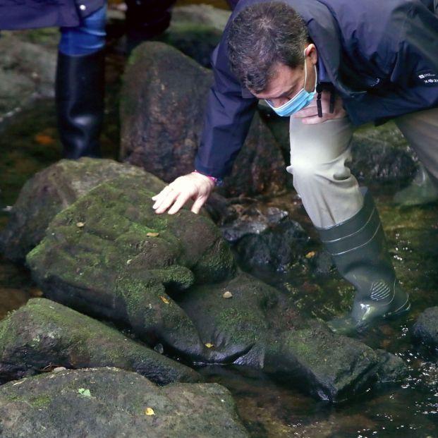 Un pescador aficionado de Santiago de Compostela se encuentra una virgen gótica en el río
