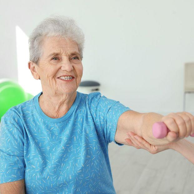 Sarcopenia y su relación con el envejecimiento: qué es, causas y cómo prevenirla