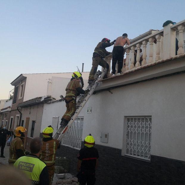 Una piscina hinchable provoca el derrumbe de una terraza en Elda (Alicante)