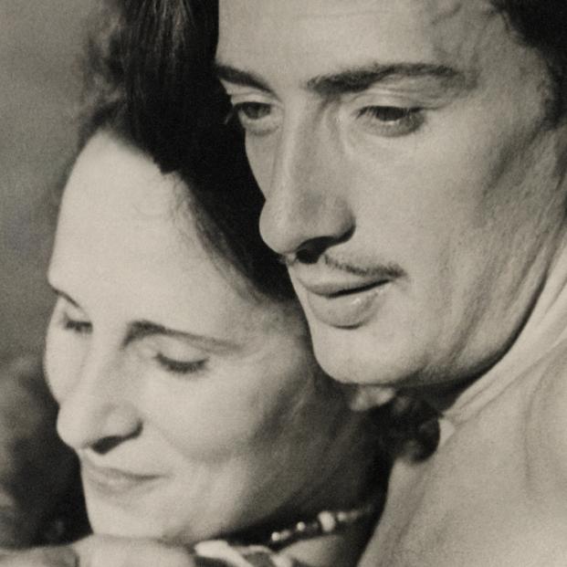 La trepidante vida de Gala Dalí captada por fotógrafos como Man Ray y Cecil Beaton