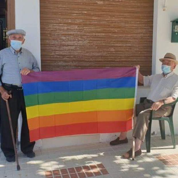 La rebelión de los vecinos de Villanueva de Algaidas tras la retirada de una bandera LGTBI