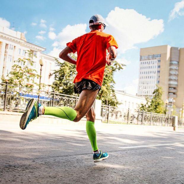 ¿Qué distancia debo guardar al correr para evitar el contagio por coronavirus?