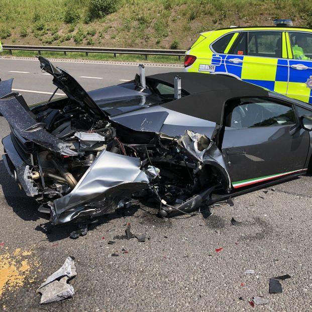 Se compra un Lamborghini y lo destroza en un accidente a los 20 minutos de salir del concesionario