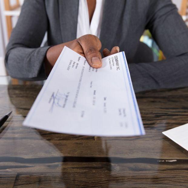 Herencia: ¿puede obligarnos el banco a abrirnos una cuenta para cobrarla?