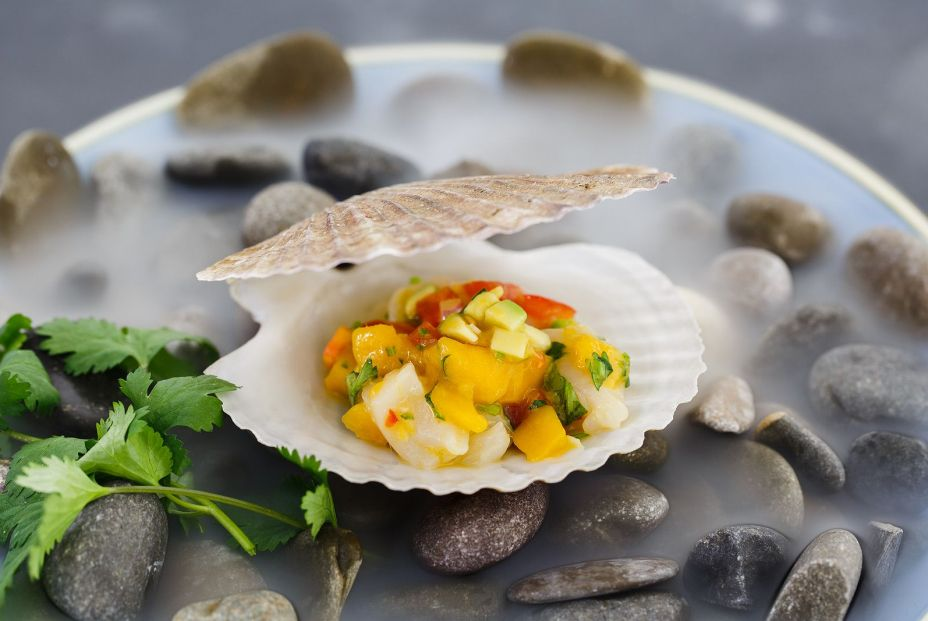 bigstock Scallop Tartare With Mango And 338757223