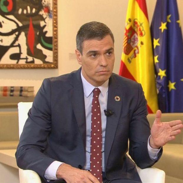 Pedro Sánchez rechaza recortar pensiones, pero no descarta una subida del IVA