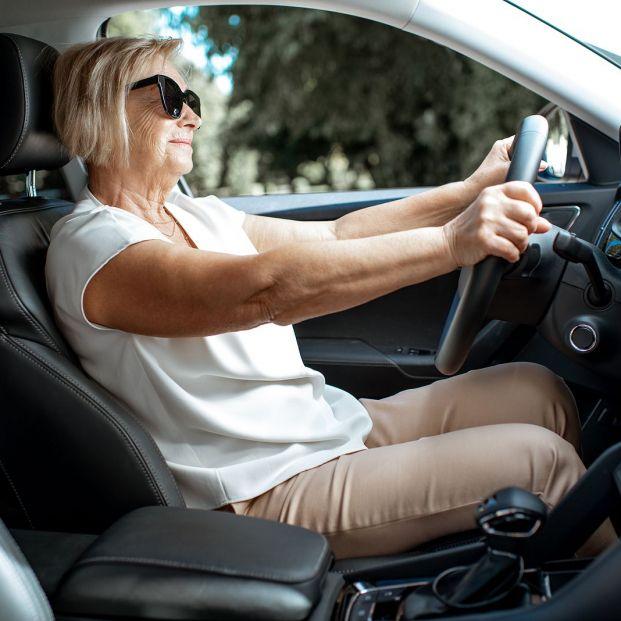 Las 5 cosas que tienes que debes tener en el coche para ahorrarte multas de 500 euros, según la DGT