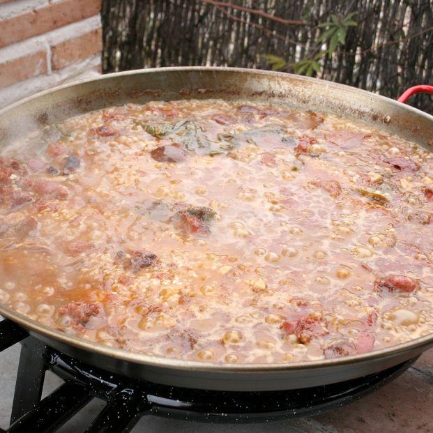 Tres caldos distintos para hacer una paella o un arroz perfecto
