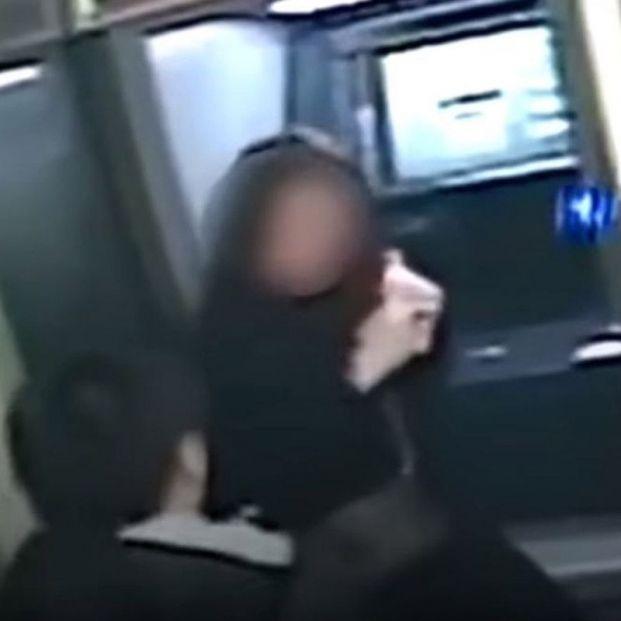 Un ladrón devuelve el dinero robado al ver el saldo de la víctima