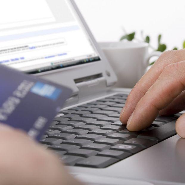 Los delincuentes solicitan que les ingresen los fondos en tarjetas bancarias prepago