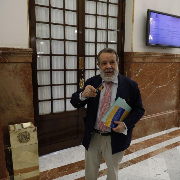 El Defensor del Pueblo participa en el coloquio 'Los derechos  de los mayores' en Canal Sénior