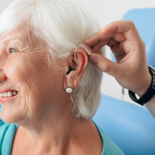 Consejos para acostumbrarse a llevar audífonos