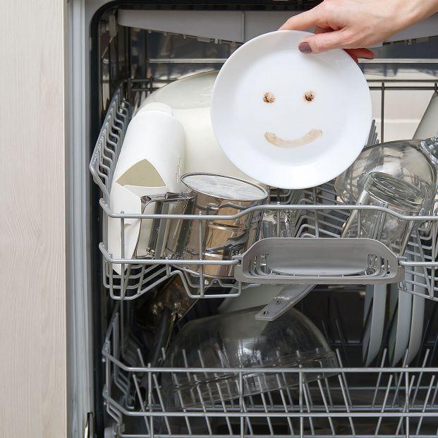 Remedios para limpiar el lavavajillas y el microondas