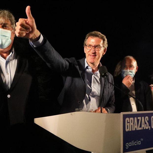 Feijóo logra su cuarta mayoría absoluta en Galicia y Urkullu gobernará en el País Vasco