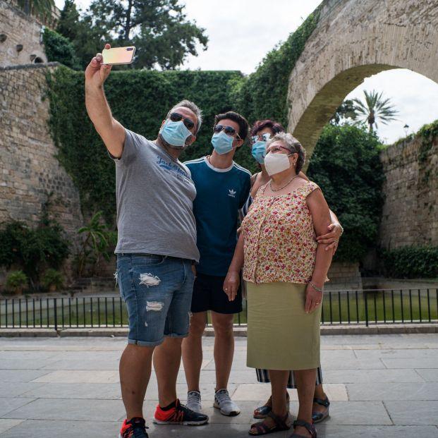 Mascarillas obligatorias en casi toda España para frenar los rebrotes